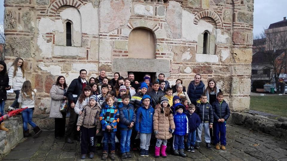Хуманитарци из удружења Спона, црква, академска српска асоцијација