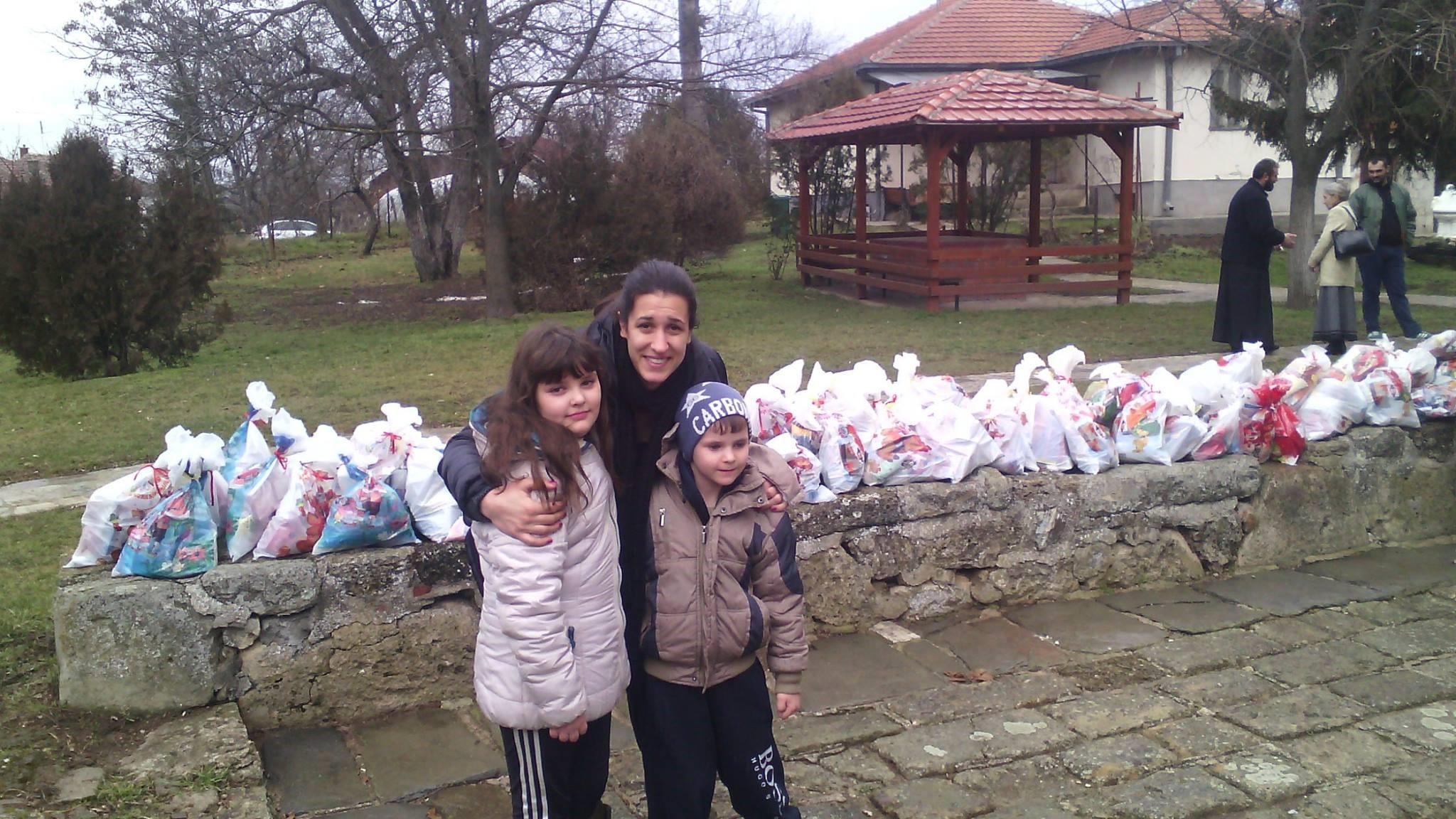 пакетићи, Хуманитарци из удружења Спона, академска српска асоцијација